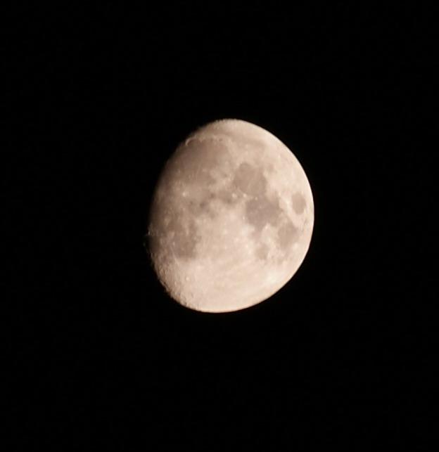 오늘 받은 탐론 55-200 Di II LD MACRO로 찍은 달